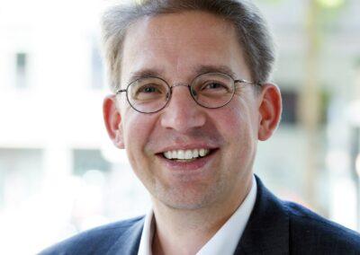 Dr. Rolf Claessen - (C) Jennifer Fey, 2019 (1197 x 1197 px)